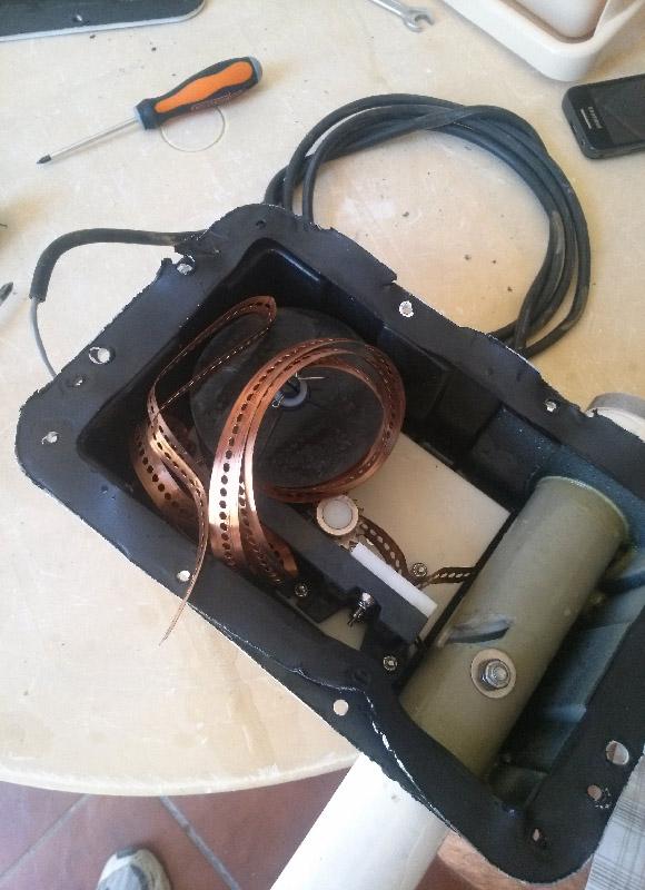 Interior del motor con las cintas fuera de sitio